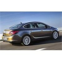 İşte Yeni Astra Sedan'ın İlk Fotoğrafları