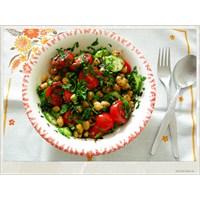 Bol Otlu Nohut Salatası
