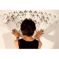 Parmak İle Duvara Çizilen Simetrik Şekiller