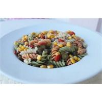 Ton Balıklı Sebzeli Makarna Salatası