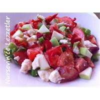Beyaz Peynirli Yeşil Elmalı Domates Salatası