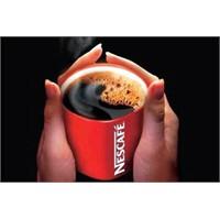 Kırmızı Nescafe Bardağı