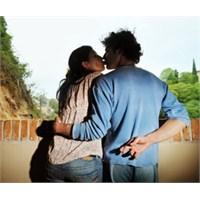 Aşk Mı Yoksa Güvenmek Mi Önemli?
