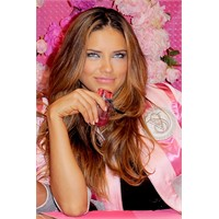 Victorias Secret Bombshell parfümü Adriana Lima