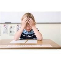 Okul Başarısızlığı Çocuğu Depresyona Sürüklüyor
