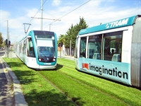 Yeşilliklerle Kaplı Tramvay Yolları