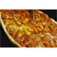 Oktay Ustadan Peynirli Domates Pizzası Tarifi