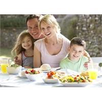 Ailece Yemek Yemek Çocukları Kötü Alışkanlıklardan