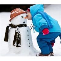 Çocukların Kar Sevinci Yaşamasına İzin Verin!