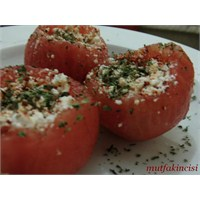 Lor Peynirli Domates Salatası