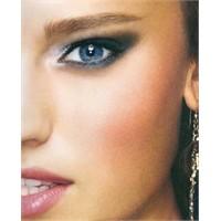 Siyah Ve Beyazla Çekici Gözler