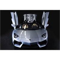 Üstsüz Güzel Lamborghini Aventador Lp700-4 Roadste