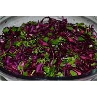 Aneminelinden Kolay Kırmızı Lahana Salatası