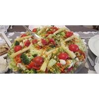 Fazlıkızından Karışık Sebzeli Patates Salatası