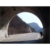 Bosna Hersek | Tünellerde Yürümek