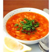 Yemek Guru 'dan Domatesli Şehriye Çorbası