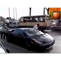 Lamborghini Yolda Kalırsa