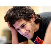 İnternet Aktivisti Aaron Swartz 26 Yaşında Öldü