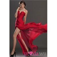 Özel Gecelerin Kışkırtıcı Modeli: Kırmızı Abiyeler