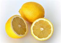 Yağlı Ciltlere Limon Peelingi