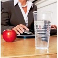 Ofis Çalışanları Bol Bol Su İçmeli!