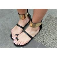 Bilekten Bağlı Ayakkabı Modası