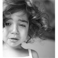Çocuğa Şiddet / Küçük Kara Kız