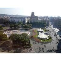 Barselona'nın Ünlü Plaça Catalunya Meydanı
