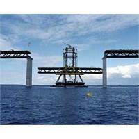 Bu Köprünün Yarısı Denizin Altında!