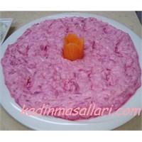 Sarımsaklı Yoğurtlu Lahana Salatası