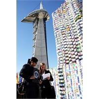 Elli Bin Süt Kutusuyla Yapılan Kule