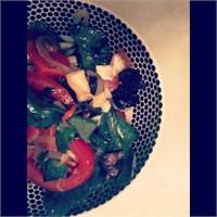 Şık Bir Kış Salatası: Ispanak Salatası