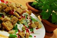 Kıtır Ekmekli Ispanak Salatası