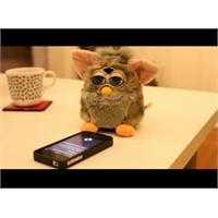 İphone Ve Furby Karşı Karşıya Gelirse