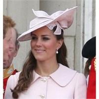 Kate Middleton: Alexander Mcqueen Pembe Manto