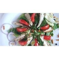 Uskumru Salatası