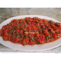 Közlenmiş Kırmızı Biber Salatası Tarifi