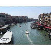 Kanallar Ve Gondollar Şehri Venedik