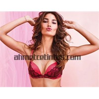 Lily Aldridge'in Victoria's Secret Holiday Pozları