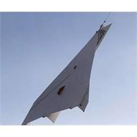 Dünyanın En Büyük Kağıt Uçağı (Video)