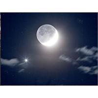 Ay'da Zengin Titanyum Yatakları Bulundu