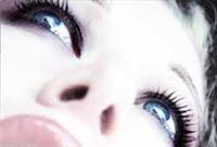 Seksi Gözler, Kusursuz Ten, Çarpıcı Dudaklar...