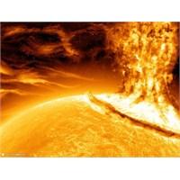Güneş Fırtınası Dünya'yı Etkiliyor