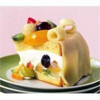 Badem Ezmeli Meyveli Pasta Tarifi Buyrun