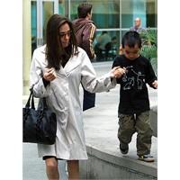 Angelina Jolie anneliğin de sembolü