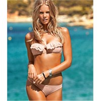 Plajda En Çok Dikkat Çeken Bikini Rengi Nedir??