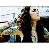 Dövme Kadını Çekici Yapıyor