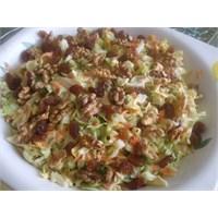 Kuru Üzümlü Ve Cevizli Lahana Salatası