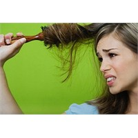 Saçınızın Dökülmesine Sebep Olan Etkenler Nelerdir