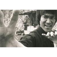 Bruce Lee Ping Pong Oynuyor! (Varmı Daha İyisi?)